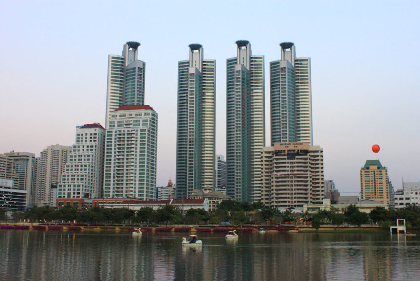 Millennium Residence Condominium Sukhumvit 20 - view from lake