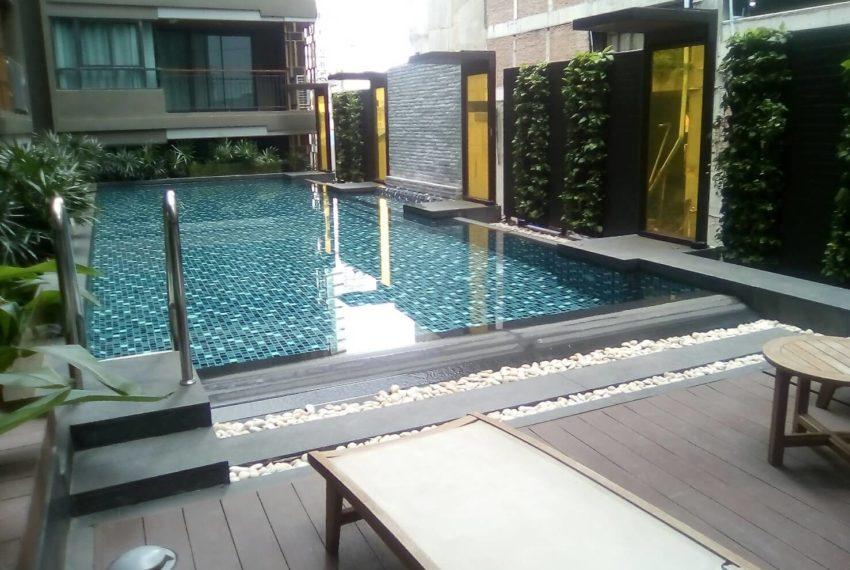 Mirage Sukhumvit 27 swimming pool 01