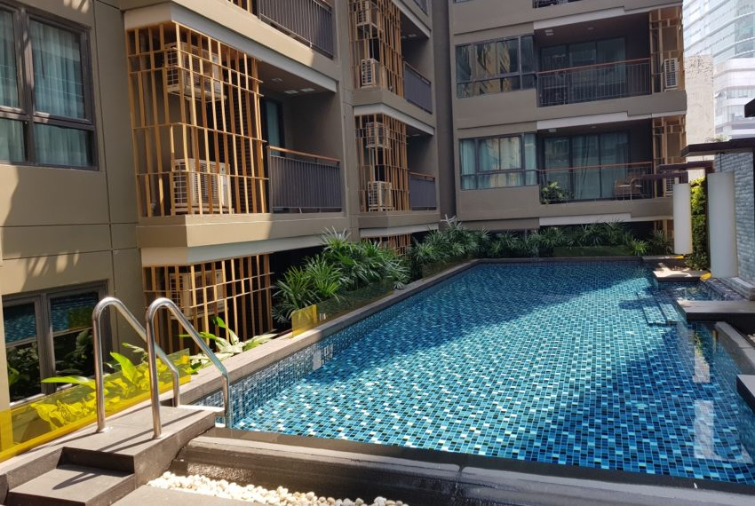 Mirage Sukhumvit 27 - swimming pool