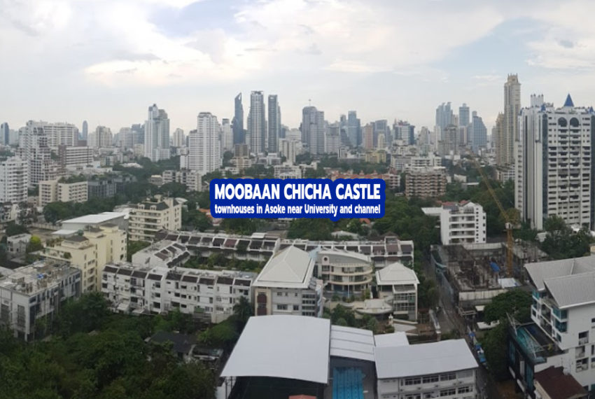 Moo Baan Chicha Castle - Townhouses in Asoke Near University and Channel