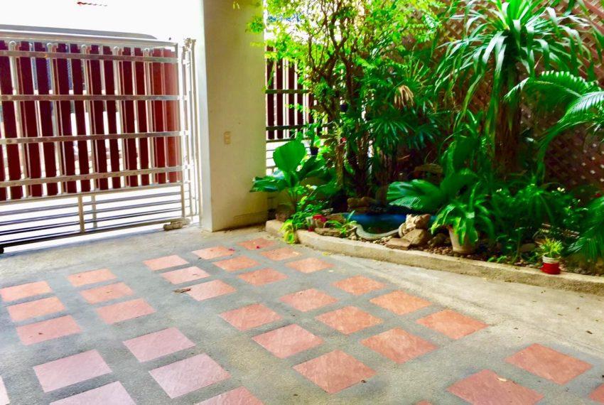 Moobaan Promitr Villa 39-parking-rent-sale
