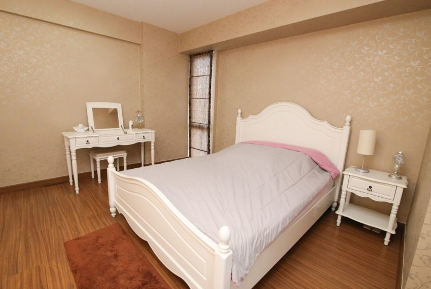My-Resort-2bed-1bath-Sale-bed