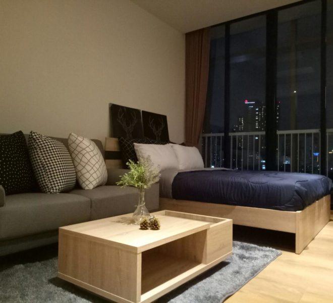 New condo for rent in Phrom Phong - 1 bedroom - low floor - Park 24 condominium - balcony