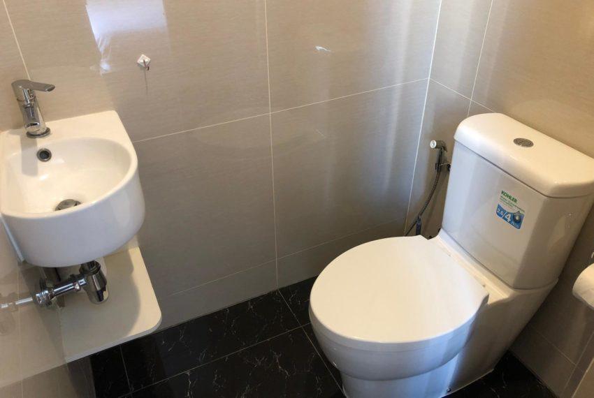 New condo for rent in Phrom Phong - 1 bedroom - low floor - Park 24 condominium - bath