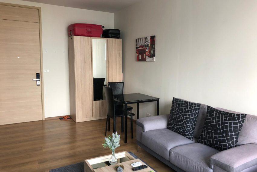 New condo for rent in Phrom Phong - 1 bedroom - low floor - Park 24 condominium - living