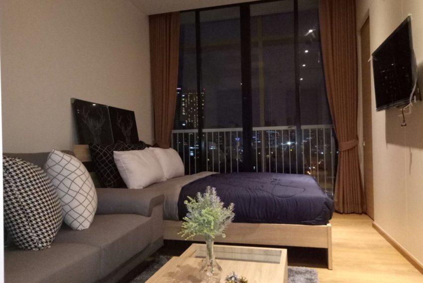 New condo for rent in Phrom Phong - 1 bedroom - low floor - Park 24 condominium - living area