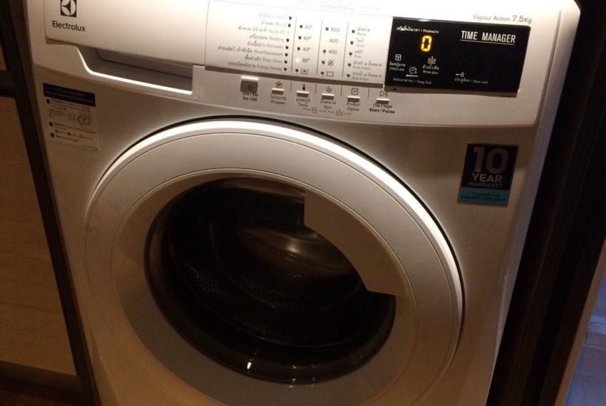 New condo for rent in Phrom Phong - 1 bedroom - low floor - Park 24 condominium - washing machine