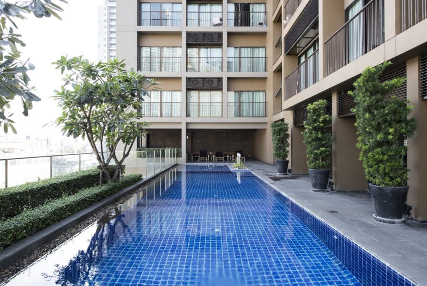 Noble Refine SUkhumvit 26 condo - pool area