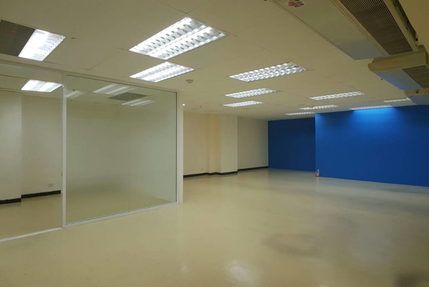 Office for rent in Trendy Plaza - great condition