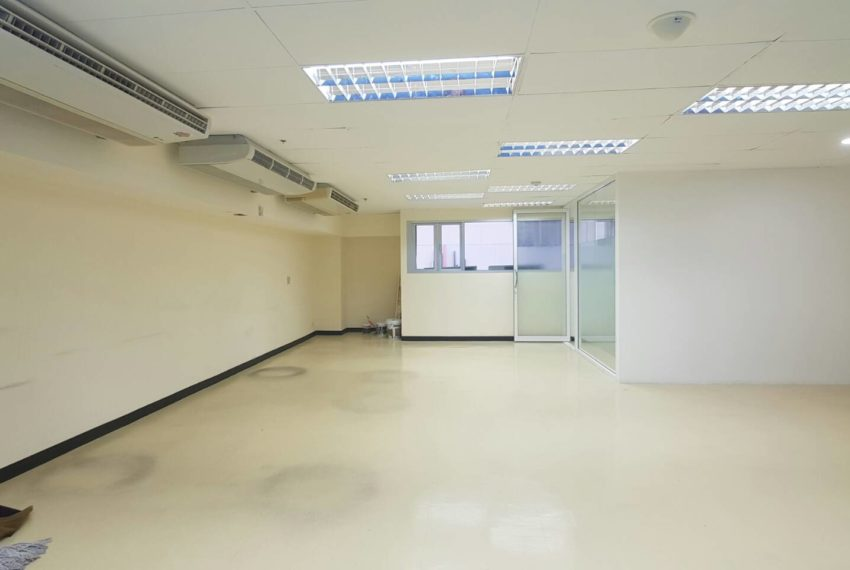 Office for rent in Trendy Plaza - not furnished