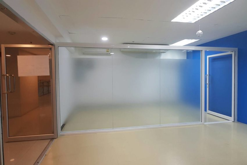 Office for rent in Trendy Plaza - space