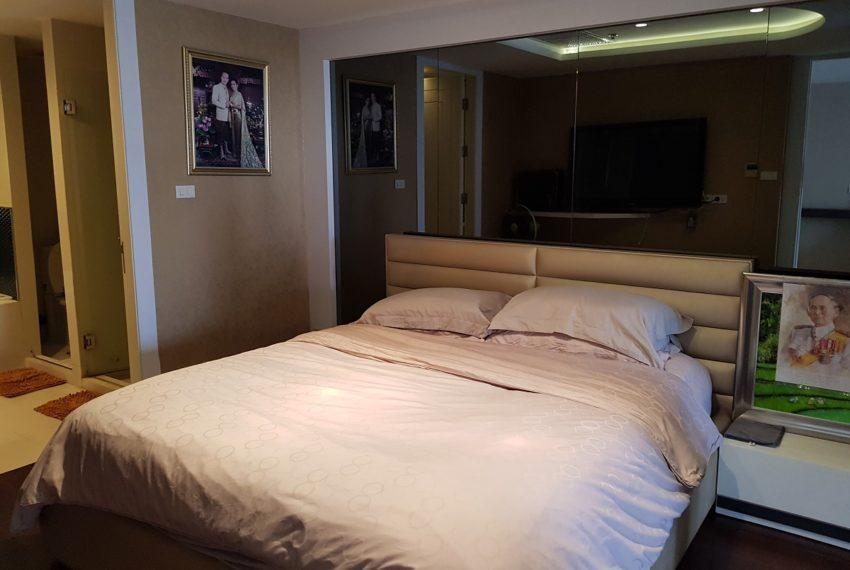 Oleander Sukhumvit 11 - 1bedroom pool view - bed