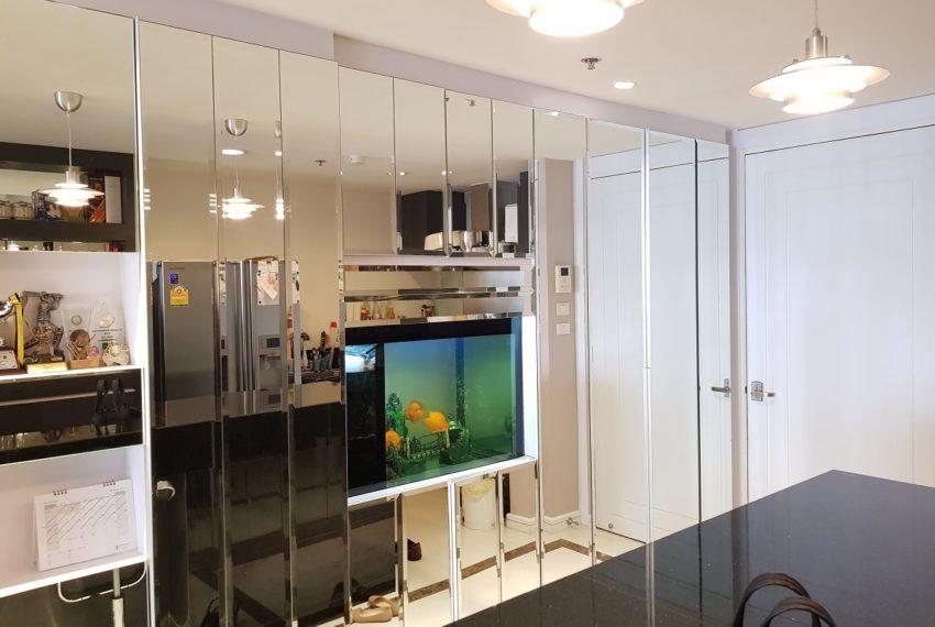 Oleander Sukhumvit 11 - 1bedroom pool view - closets