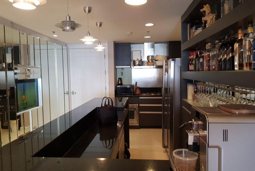 Oleander Sukhumvit 11 - 1bedroom pool view - kitchen bar