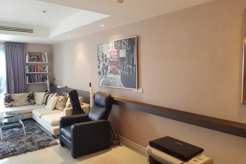 Oleander Sukhumvit 11 - 1bedroom pool view - living