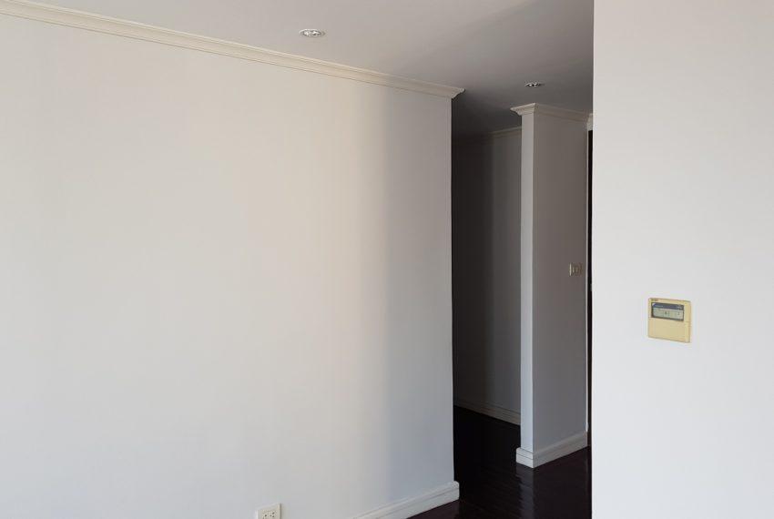 Oleander Sukhumvit 11 - 3-bedroom-unfurnished - clothes room
