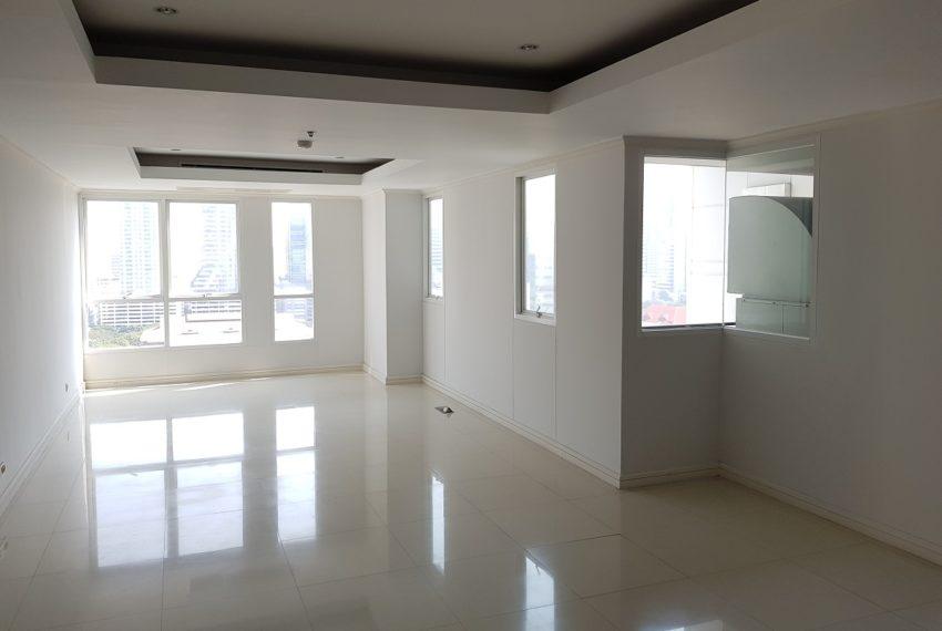 Oleander Sukhumvit 11 - 3-bedroom-unfurnished - large living room