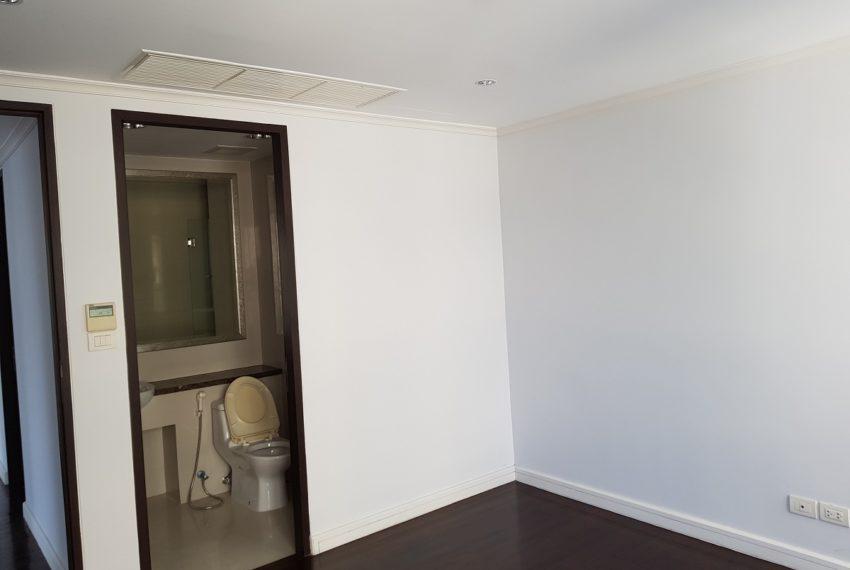Oleander Sukhumvit 11 - 3-bedroom-unfurnished - smaller bedroom