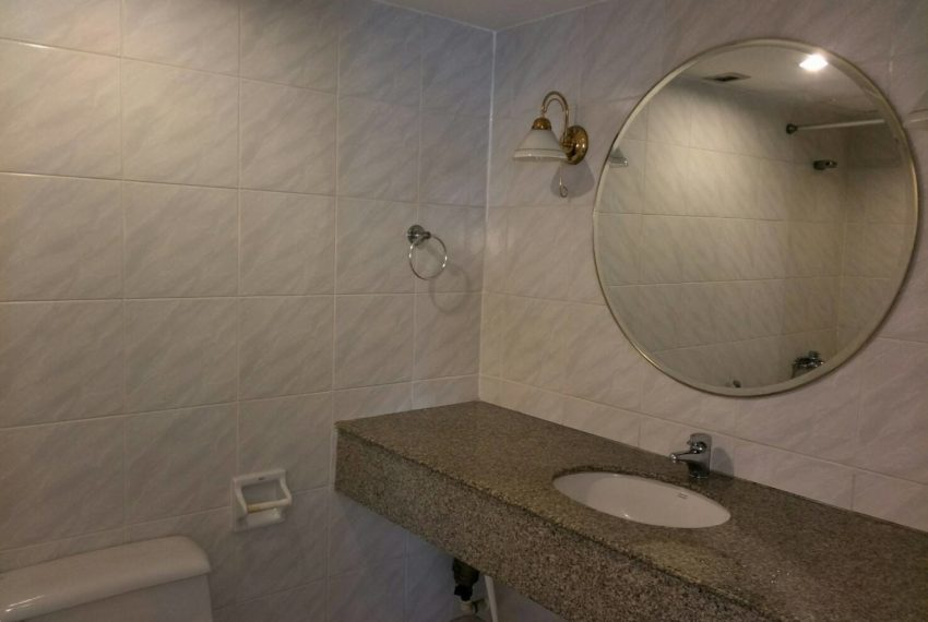Omni Tower Nana Sukhumvit 8 3b3b sale - bathroom2