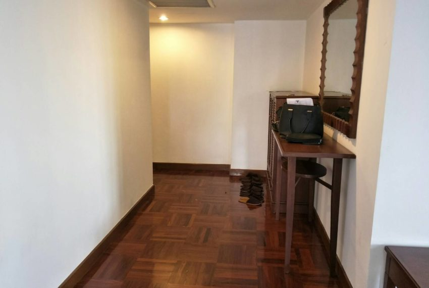 Omni Tower Nana Sukhumvit 8 3b3b sale - corridor