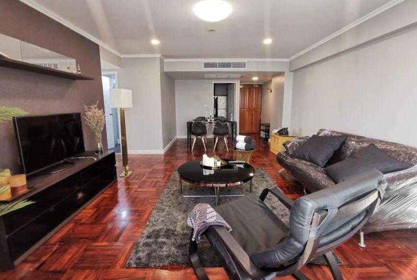 Omni Tower Sukhumbit Nana condo sale high floor - living area