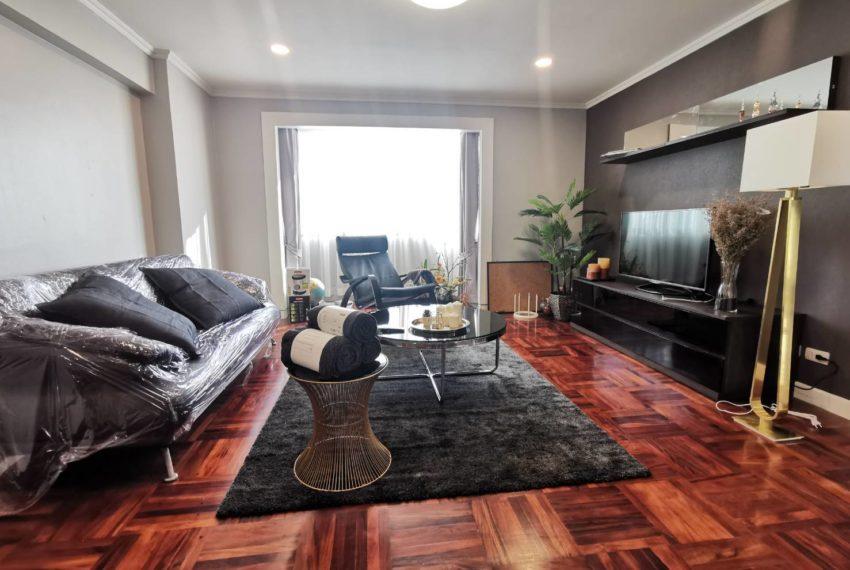 Omni Tower Sukhumbit Nana condo sale high floor - living room