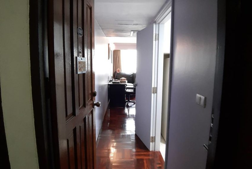 Omni Tower Sukhumvit Nana - 2 bedroom - sale - corridor