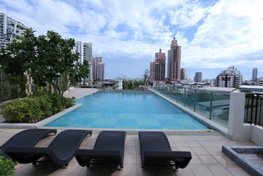 Pearl Residences Sukhumvit 24 condo - pool
