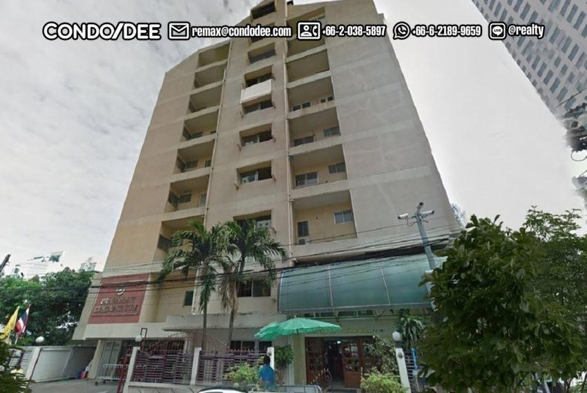 Prasanmit Condominium near Sukhumvit MRT - street view