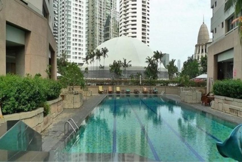 President Park Sukhumvit 24 condominium - pool area