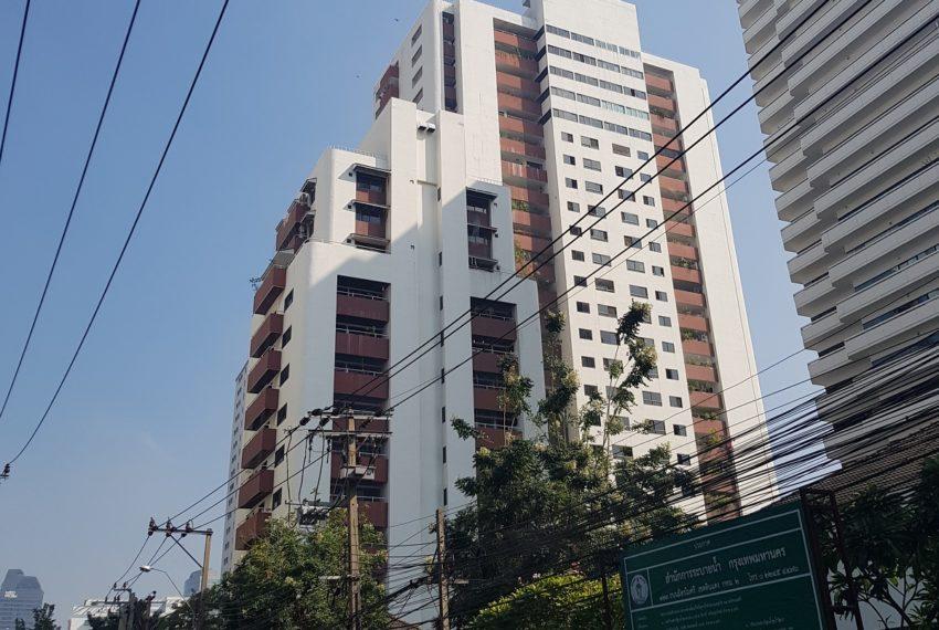 Prestige Tower Condominium Sukhumvit 23 - building