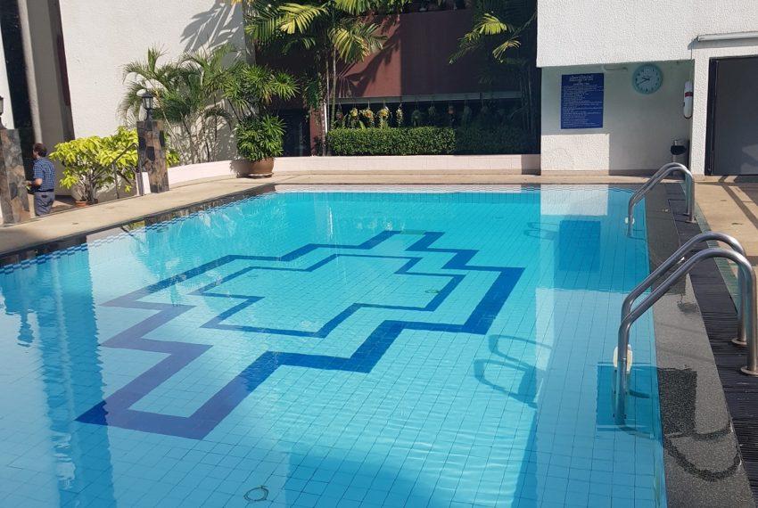 Prestige Tower Condominium Sukhumvit 23 - pool area