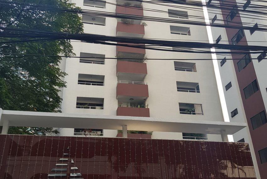 Prestige Tower Condominium Sukhumvit 23 - street sign