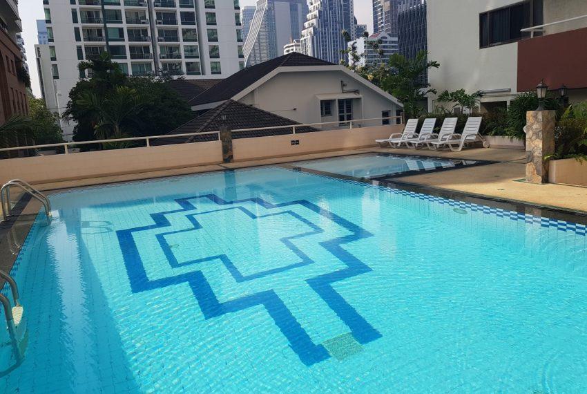 Prestige Tower Condominium Sukhumvit 23 - swimming pool