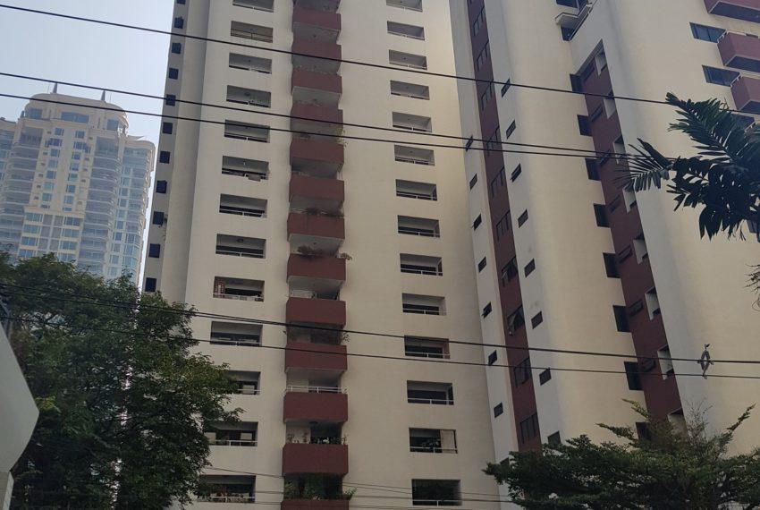 Prestige Tower Condominium Sukhumvit 23 - two buildings