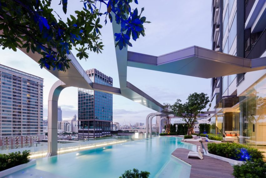 Pyne by Sansiri condominium - pool area