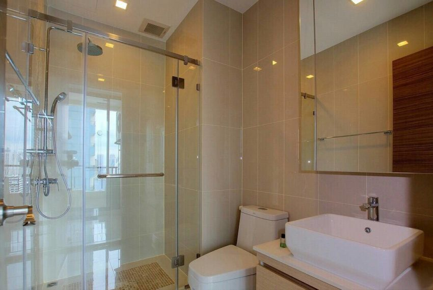 Q-Asoke-1-bedroom-sale-high-floor-bathroom