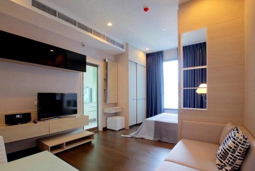 Q-Asoke-1-bedroom-sale-high-floor-living-room