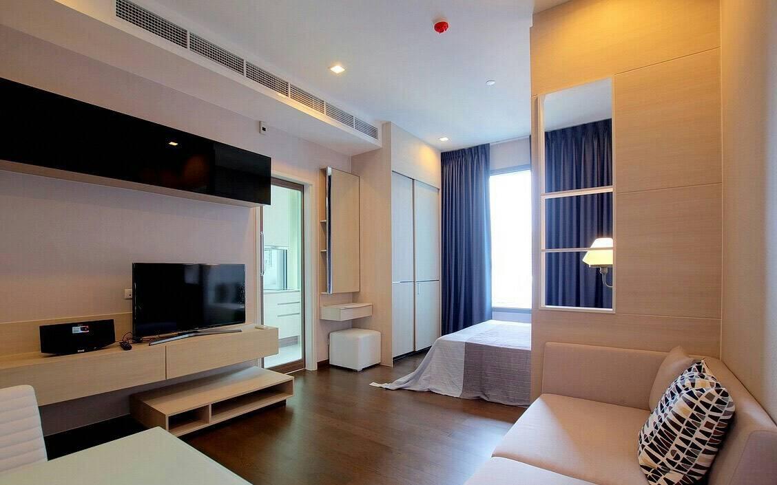 Sale Condo Pool View in Q Asoke - 1-Bedroom on High-Floor