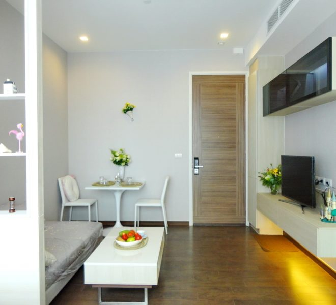 Condo for Rent Near Phetchaburi MRT - Top Floor 1-Bedroom Q Asoke - Corner Unit