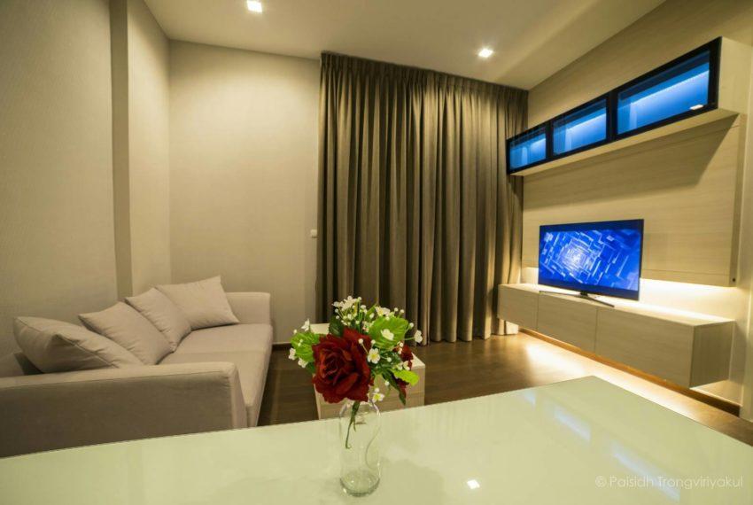 Q-Asoke-1b1b-midfloor-sale-living-room