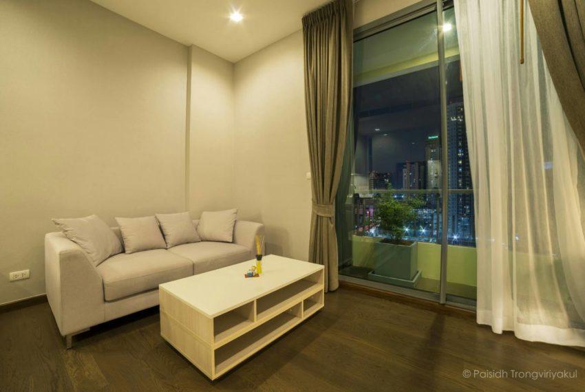 Q-Asoke-1b1b-midfloor-sale-lvingroom