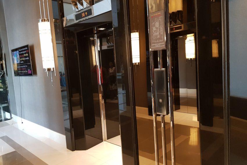 Q Asoke Condominium - elevator