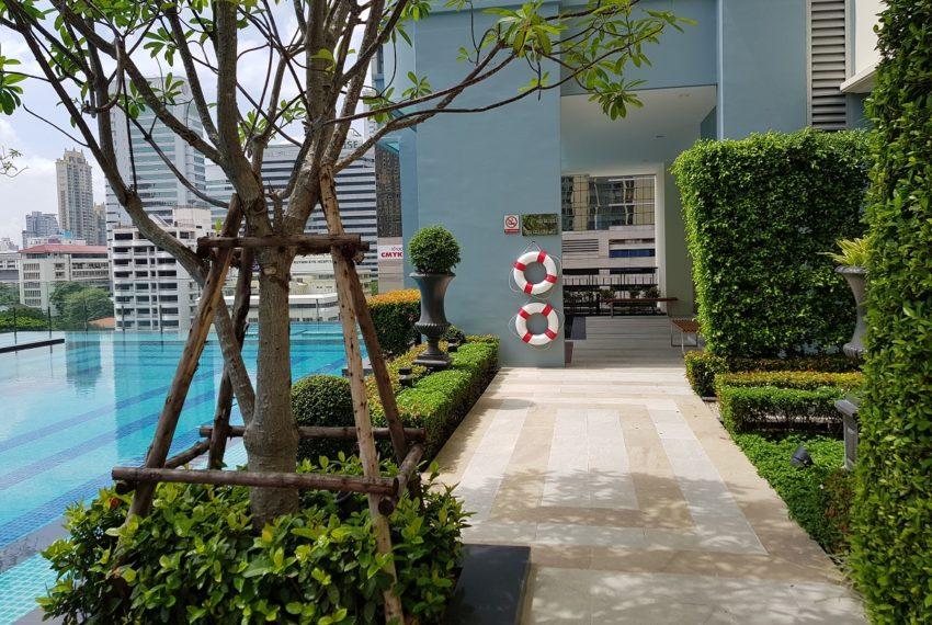 Q Asoke Condominium - swimming area