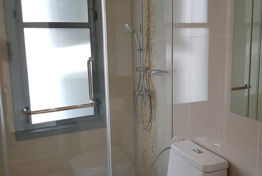 Q Asoke condo for sale 2-bed 2-bath bathroom 01