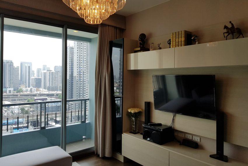 Q Asoke condo for sale 2-bed 2-bath nice living room