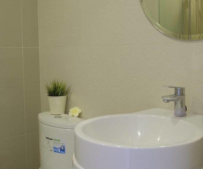 RHYTHM ASOKE 1-bed BATHROOM