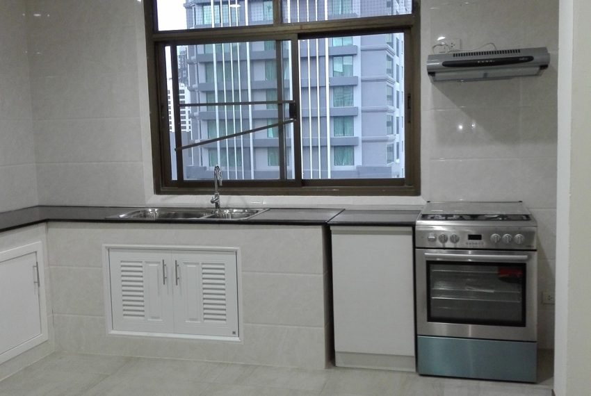RISHI COURT Tower AB kitchen room 4-rent