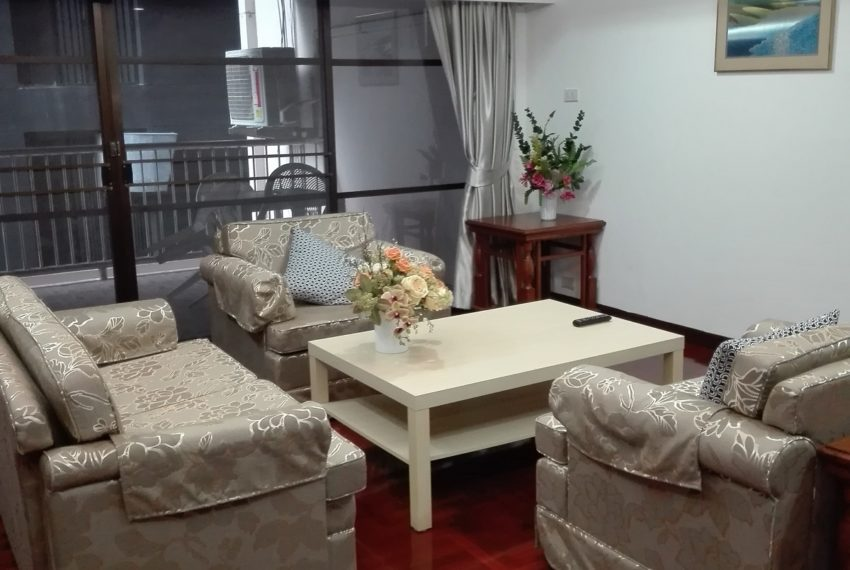 RISHI COURT Tower AB living room 4-rent