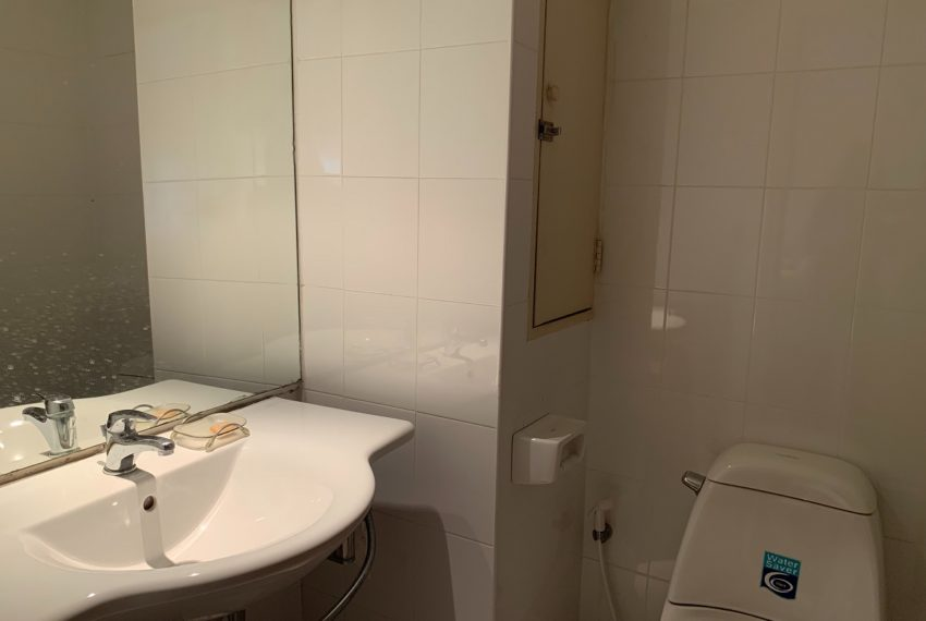 Regent On The Park 3 bed 3 bath bath room
